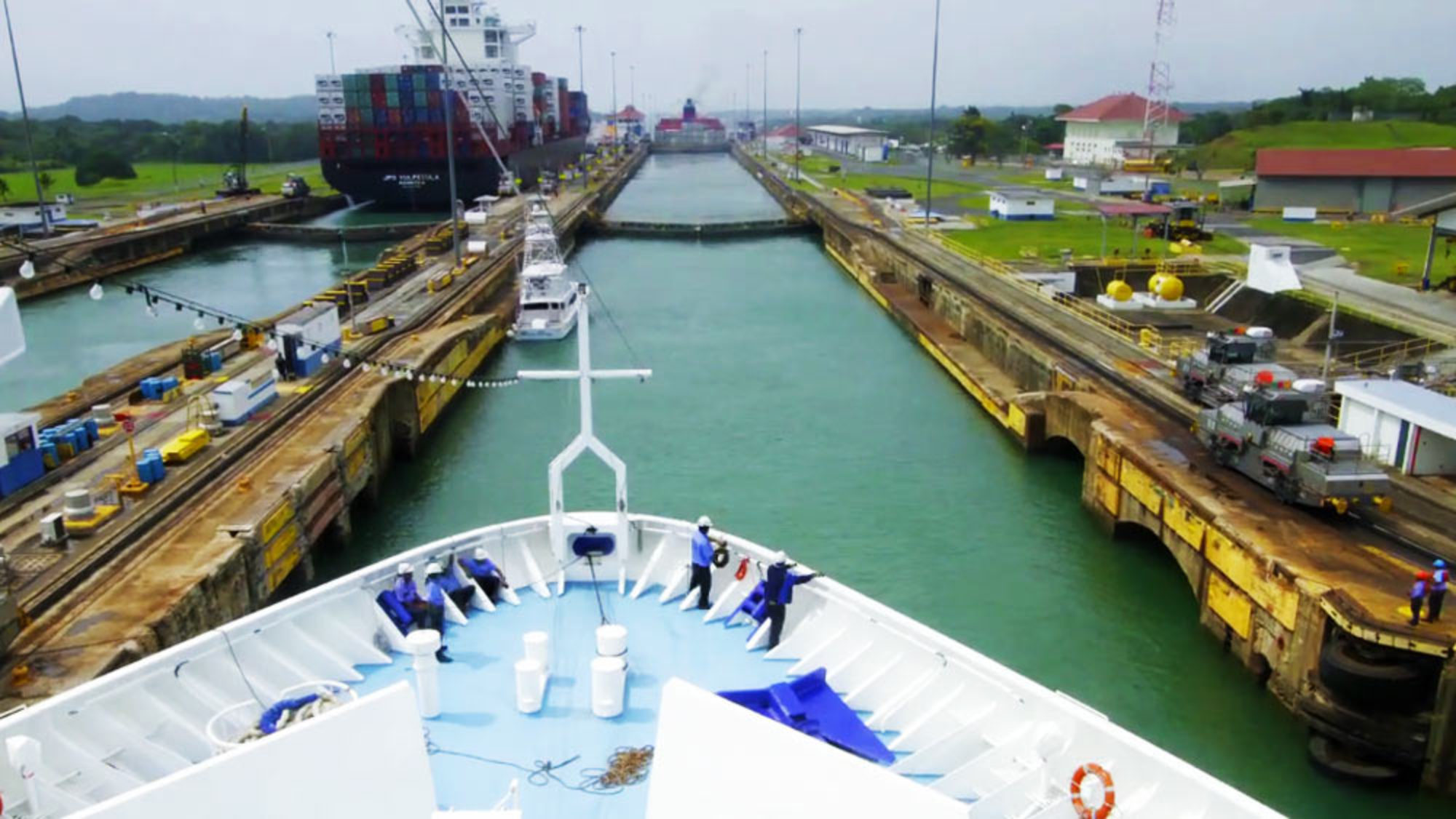 looking in depth to the building of the panama canal