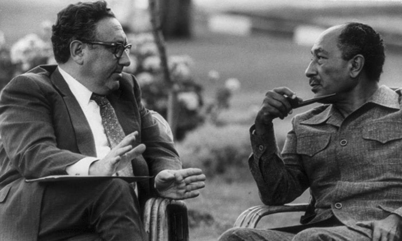 'You can never, in American public life, underestimate the advantages of complete and total incomprehensibility.' Kissinger meets Anwar Sadat in 1976. <em>Photo wikipedia</em>