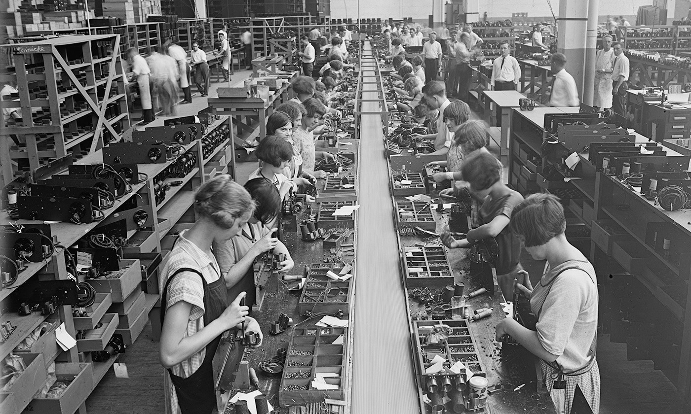 <p>Atwater Kent radio assembly line, Philadelphia, 1925. <em>Photo courtesy Library of Congress</em></p>