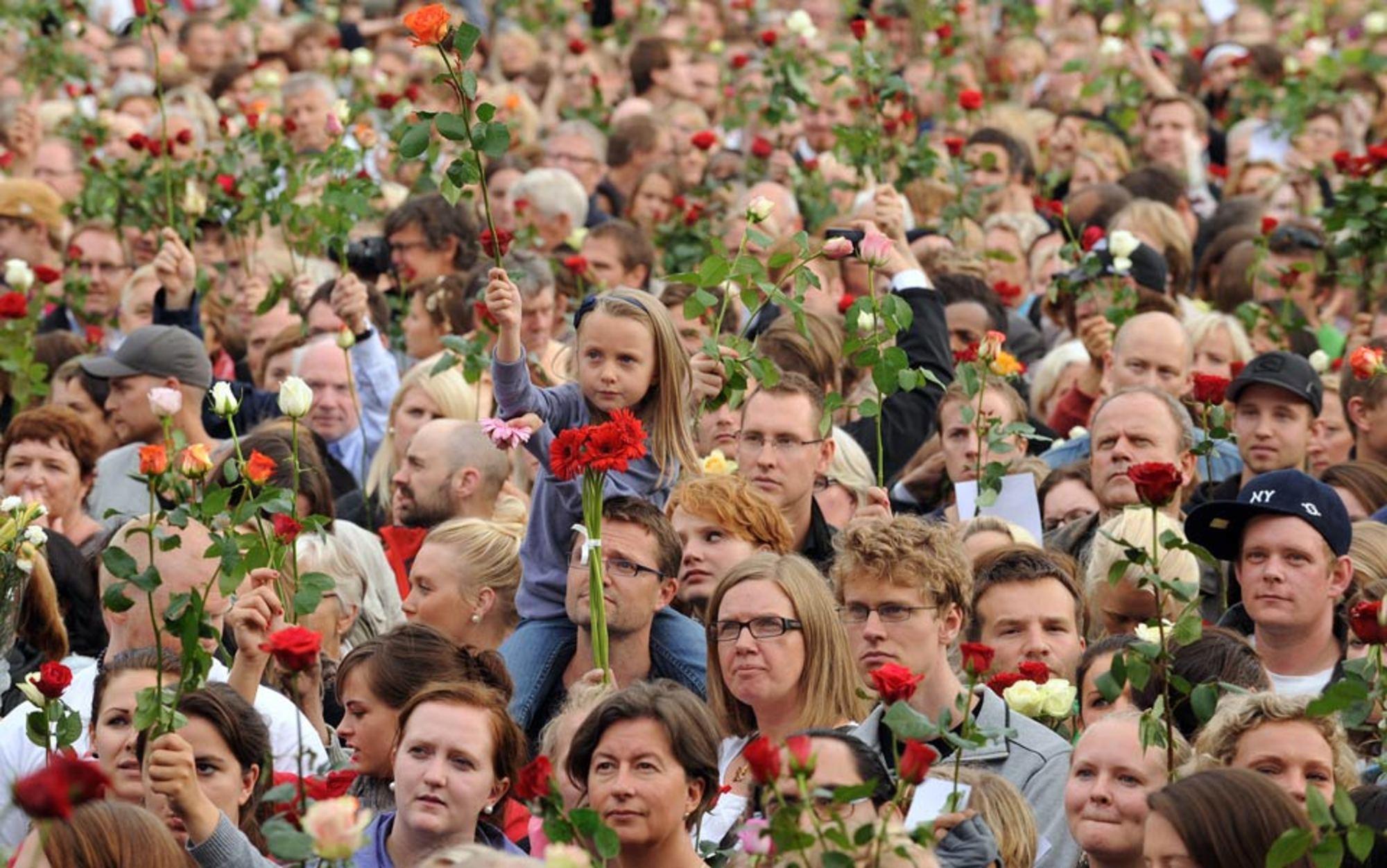 Header 42 29046303 breivik crowd girl roses 960
