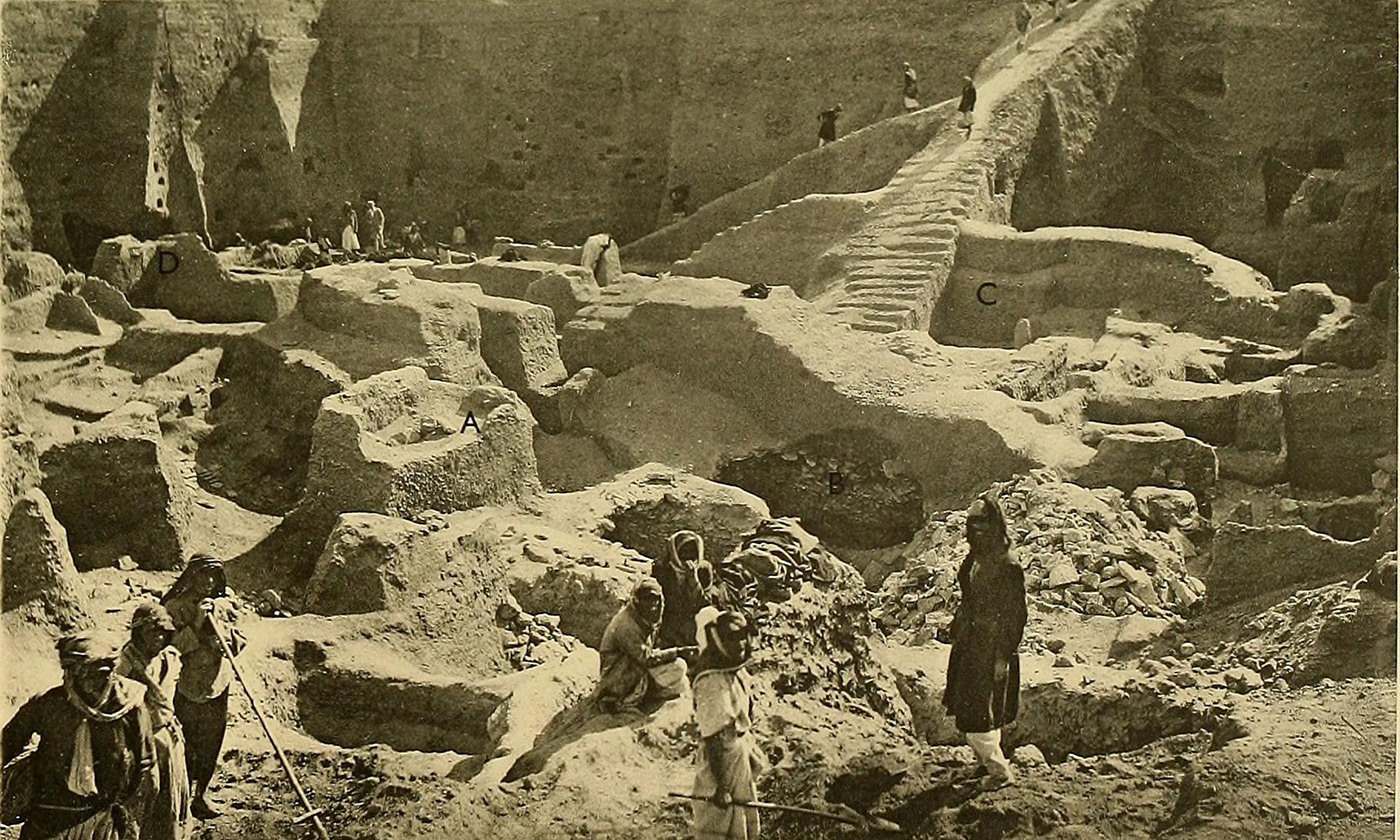 <p>Leonard Woolley's excavation of Ur, 1900. <em>Courtesy Boston Public Library/Wikipedia </em></p>