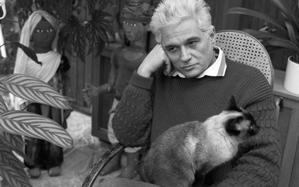 Jacques Derrida and his cat 'Logos'. Photo by Sophie Bassouls/Sygma/Corbis